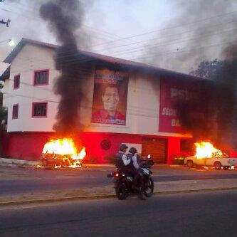Incendio em comitê chavista